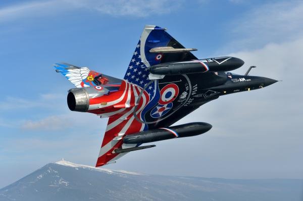 Mirage 2000-N dans sa décoration anniversaire